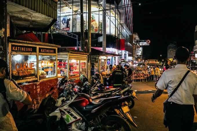 31 Foto Pemandangan Puncak Malam Hari 7 Wisata Malam Bogor Paling Asyik Untuk Nongkrong Download Puncak Sosok Bawuran Di 2020 Pemandangan Perjalanan Malam Malam