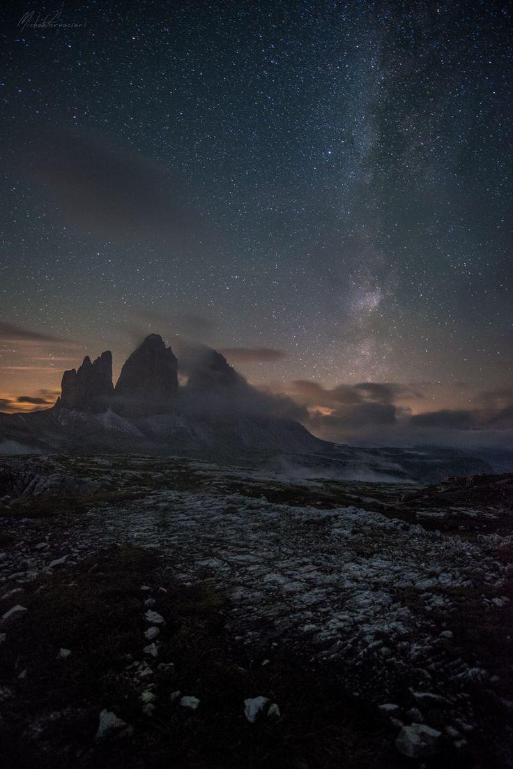 ... esprimi un desiderio... - Tre Cime di Lavaredo durante uno dei pochi momenti fotografabili di una bella nottata