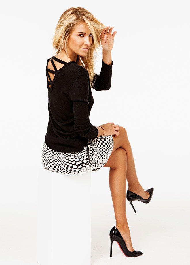 SATEEN Life Çapraz Yaka Triko Markafoni'de 49,99 TL yerine 24,99 TL! Satın almak için: http://www.markafoni.com/product/5529447/ #moda #stil #trend #burcuesmersoy #etek #monokrom #siyah #beyaz #leopar #fashion #style #stylish #markafoni #celebrity