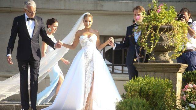 Gaste Von Sylvie Meis Gewahren Private Einblicke In Die Feier Kleid Hochzeit Hochzeit Tragerloses Hochzeitskleid