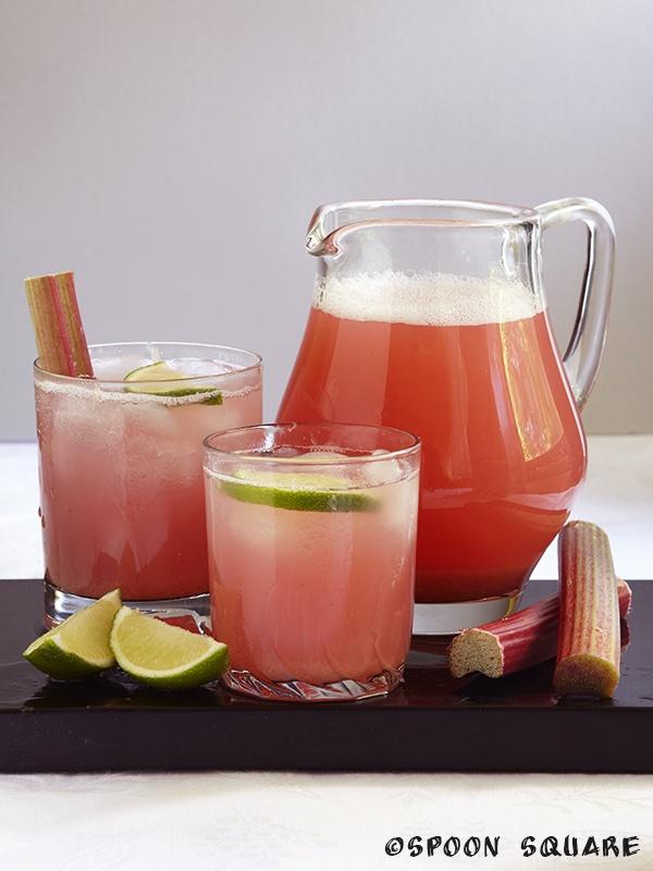 Napój rabarbarowy, alkohol - free rhubbarb drink