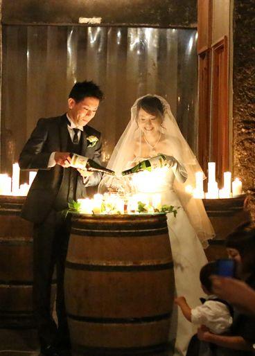 演出は遠くまで広がるぶどう畑とワインの熟成の香り ワインの本場 山梨のロマンティックなワイナリーウェディング […]