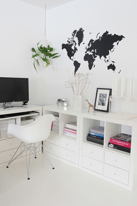 Love the wall #map for a #home #office - got to have one of these when I redo my home office.