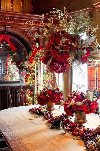 128 best red and gold christmas images on pinterest diy for Traditional christmas table settings