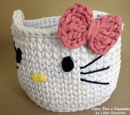 Cesto Organizador Hello Kitty Crochê Fio de Malha.  http://www.vitrine.elo7.com.br/entrefioseencantos