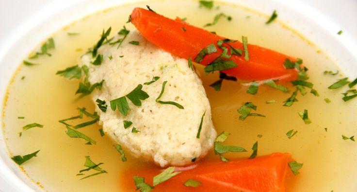 A tökéletes grízgaluska recept: Grízgaluska, avagy daragaluska néven is ismeretes. Akárhogy is ismerjük, mindenki számára nagyon kedves ez a recept! Lerántjuk a leplet a titkokról. Ha ezt készíted el, biztosan sikerülni fog! ;) Most egy vízben kifőzős receptet írunk le, de a legjobb, ha a levesben főzöd ki, amihez készül. Még ízesebb lesz tőle!