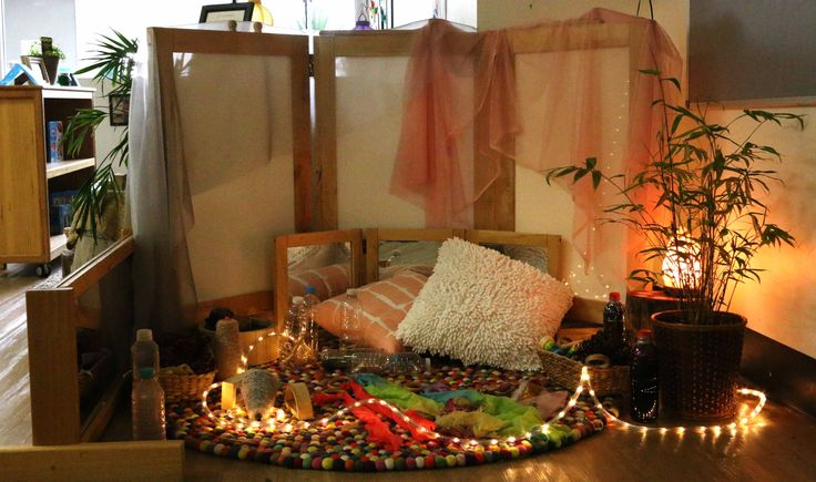 A sensory light experience in an intimate play space setting to inspire children in play