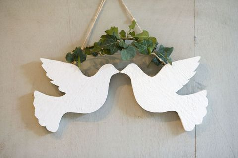 I Heart Shabby Chic: Top 10 Shabby Chic Christmas Decorations - two turtle doves is such a pretty decoration.