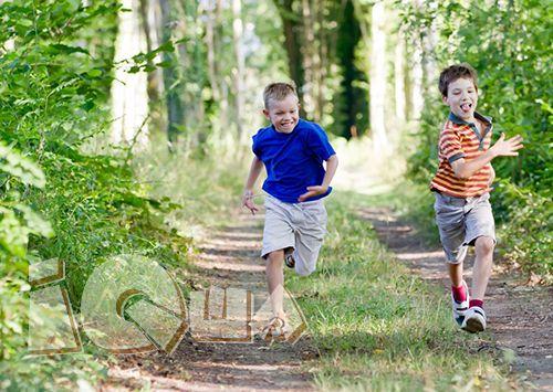 Подвижные игры на улице летом. Теплая погода – прекрасное время для подвижных игр на свежем воздухе. Активные игры способствует физическому, эмоциональному, социальному и интеллектуальному развитию ребенка.