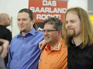 Nach Berlin jetzt das #Saarland: Die #Piraten ziehen bei der zweiten Landtagswahl in Folge in ein Parlament ein. Protestwähler helfen der Partei dabei - ihre Mitglieder sehen den Anbruch eines neuen politischen Zeitalters.
