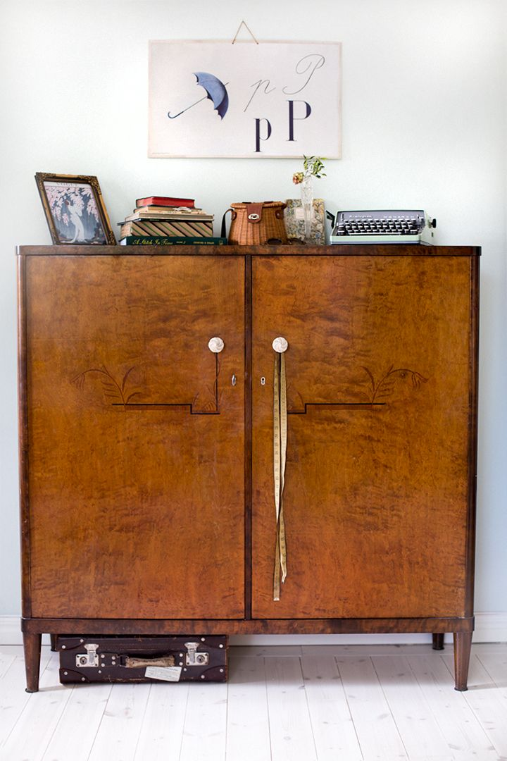 Love the styling on this piece as well as the cabinet itself.