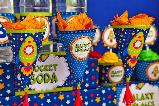Para os meninos fãs do espaço e de foguetões aqui fica a inspiração para uma festa fora deste mundo!                                     ...