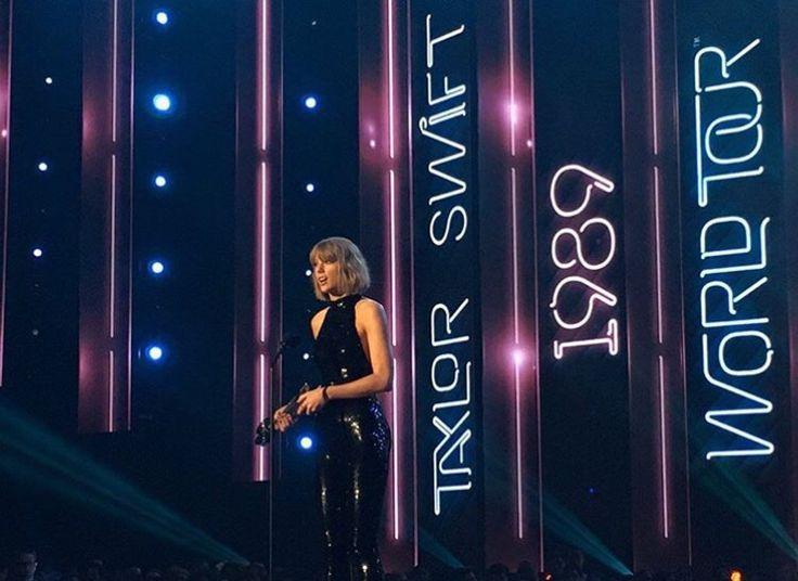 Taylor at the iHeart Radio Awards
