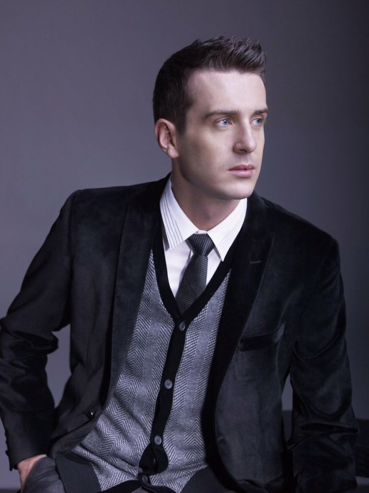 Mark Selby. I do have a thing for 'vintage' looking men.