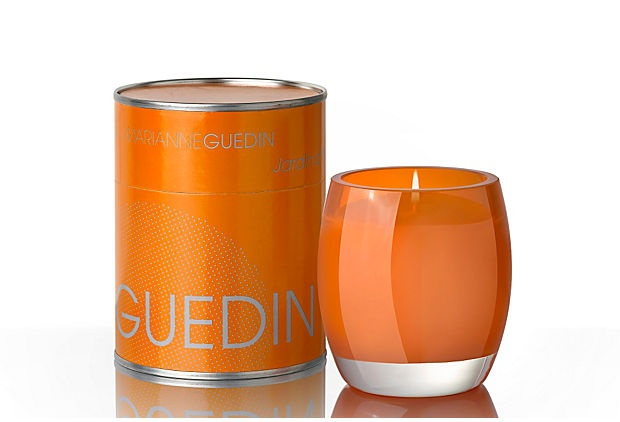 I bet this smells good but it the color reminds me of a bellini!