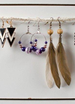 Kupuj mé předměty na #vinted http://www.vinted.cz/doplnky/nausnice/18338079-ruzne-nausnice-plesove-cerno-bile-fialove-pericka-stribrno-cerne