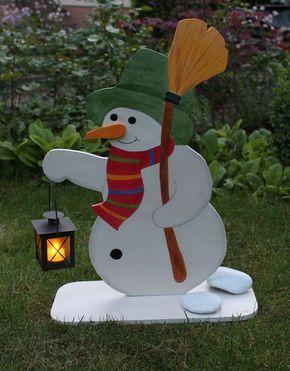 #holzdeko #holz #deko #schneemann #weihnachten #laterne Holzdeko Schneemann mit echter Laterne und LED Teelicht. Die perfekte Weihnachtsdekoration vor der Haustüre. Er kostet nur 25,- € ! Jetzt im Shop ansehen: http://www.holzdeko-shop.com/grosser-schneemann-mit-laterne
