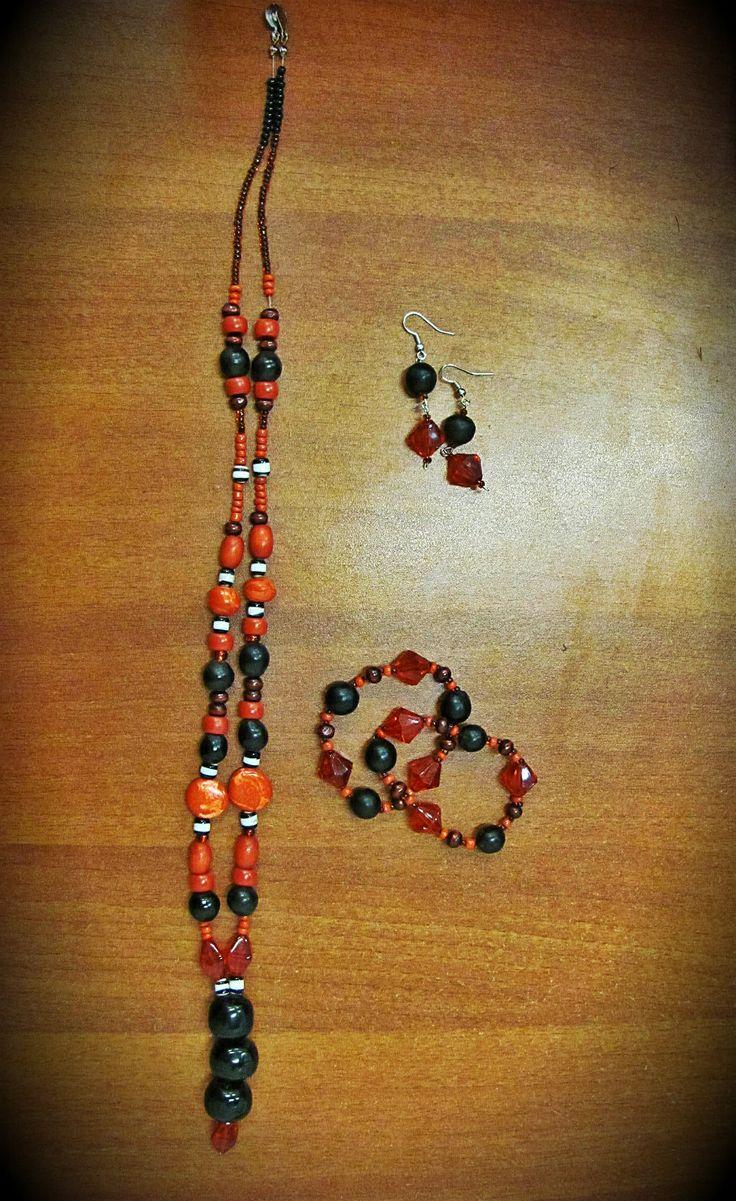 collar artesanal rojo y negro