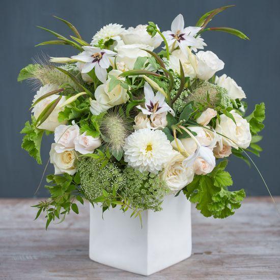 Mazzo di fiori bianchi selvatici