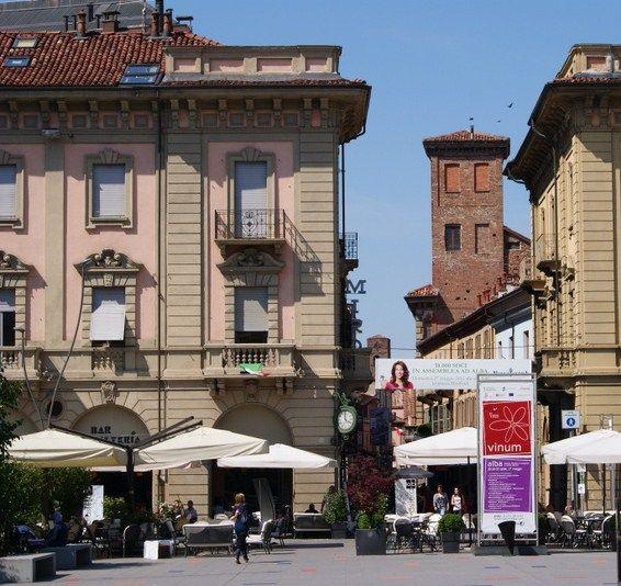 Alba in Piemonte - piazza Savona