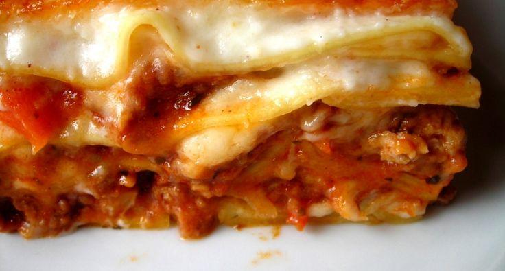 Przepis na lasagne: Lasagne (wym: lazania) jest to tradycyjna włoska potrawa z domową nutą. Przepis jest doskonały, wreszcie makaron nie zostaje surowy!