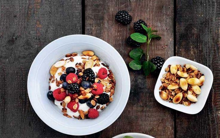Spis dig til flad mave: Skyr med blåbær & ristede rugflager