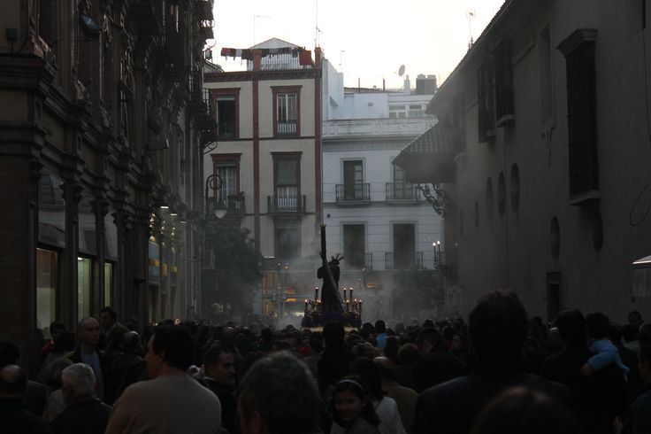 Smell that? It's incense. Feel that? That's some sevillano whose trying to push his way past you. Yes, amiguitos, Holy Week is upon us, the stretch of time between Viernes de Dolores until Easter S...