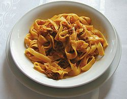 Fettuccine al ragù (image modified).jpg