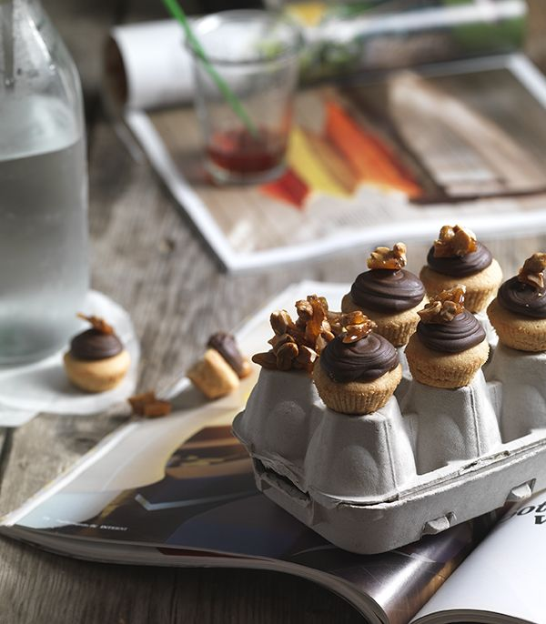 Mini cup cakes with peanut butter and chocolate! Photo: Stavros Kostakis Styling Panagiota Liakopoulou
