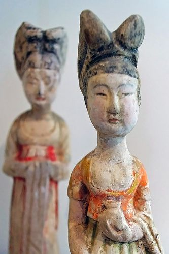 museeguimet:  Dames de cour Milieu du 7e siècle  7e siècle, dynastie Tang (618-907) Nord de la Chine  Céramique- terre cuite peinte  Section...