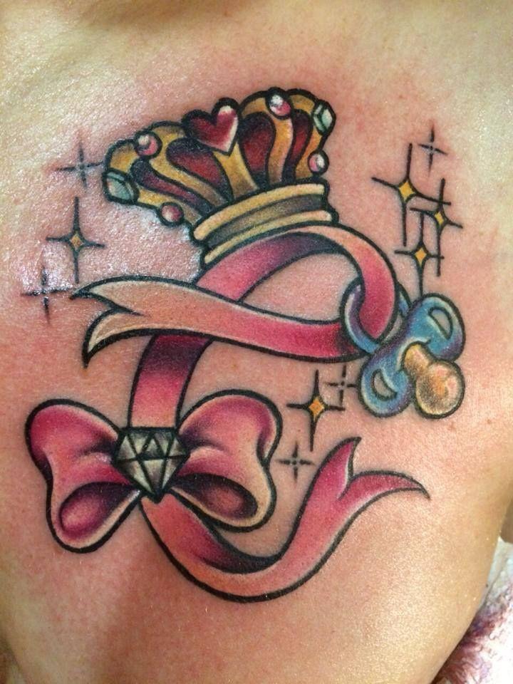 Il nastro rosa che forma una C.. Dedicato al sua piccola regina.. Una mamma con amore al suo piccolo diamante.. nel suo cuore,nella sua vita e sulla sua pelle..per sempre. Tattoo artist: Valentina Sala  Tatuaggio a colori http://www.subliminaltattoo.it/prodotto.aspx?pid=09-TATTOO&cid=18  #subliminaltatoofamily #colortatoo #valentinasala #corona #diamante #ciuccio #tattooartist #tattoo #tatuaggio