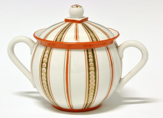Sugar bowl by Nora Gulbrandsen for Porsgrund Porselen. Production 1928. Model 1847