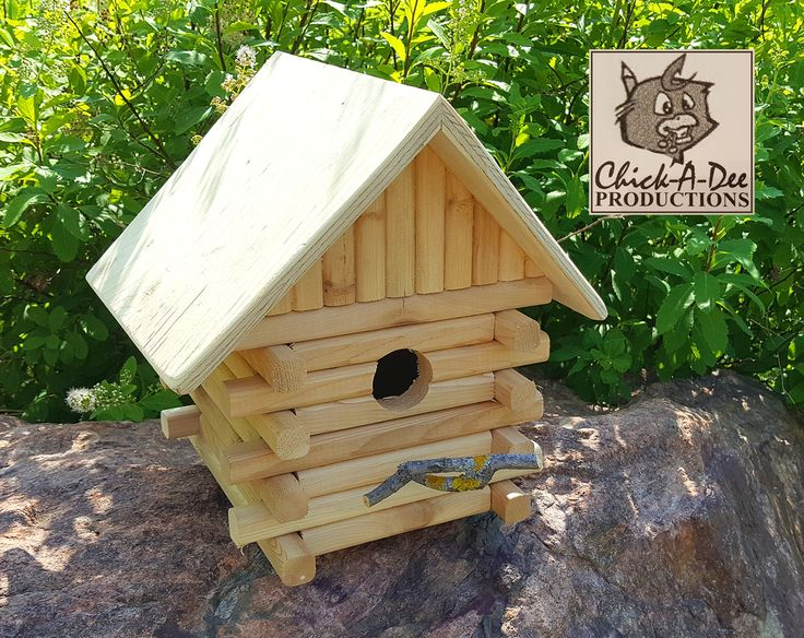 Cozy Log Birdhouse:  Who doesn't dig a log house...am I right? Gimme a click and learn more.