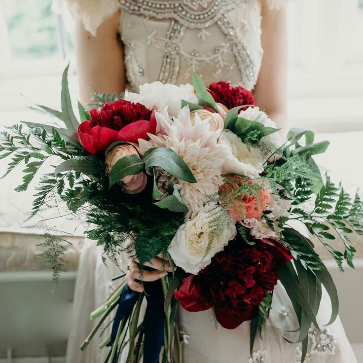 I still can't get over how beautiful the flowers were that @bromptonbuds created for me for my wedding bouquet! Totally nailed the brief and included all my favourite flowers ... peonies ranunculus dahlias and ferns