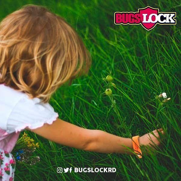 Protégelos! . Merecen tiempo para jugar y correr al aire libre sin temor a la picadura de mosquitos. >>Una banda repelente de #BugsLock puede evitar que tus pequeños contraigan la fiebre #Chikungunya #Dengue o #Zika. Pensamos en ti pensamos en ellos!.  #Repelentes #Mosquitos #Citronela #Niños #Ambiente #Kids #Salud #SantoDomingo #BugsLock #RepublicaDominicana