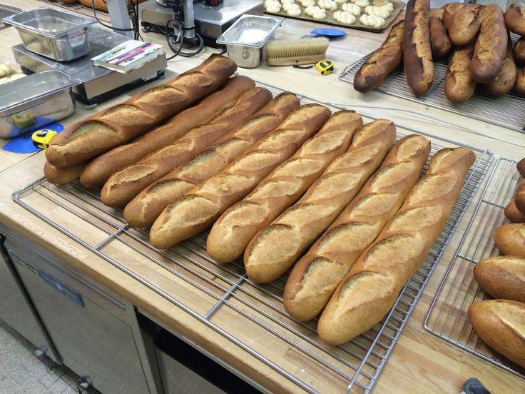 Guillaume a rejoint l'INBP DE ROUEN formation boulanger. ses pains.