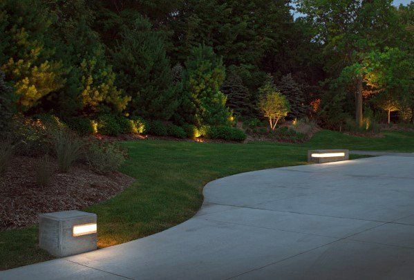 Top 40 Besten Einfahrt Beleuchtung Ideen Landschaftsbau Designs Mann Stil Tattoo Driveway Lighting Front Garden Design Garden Landscape Design