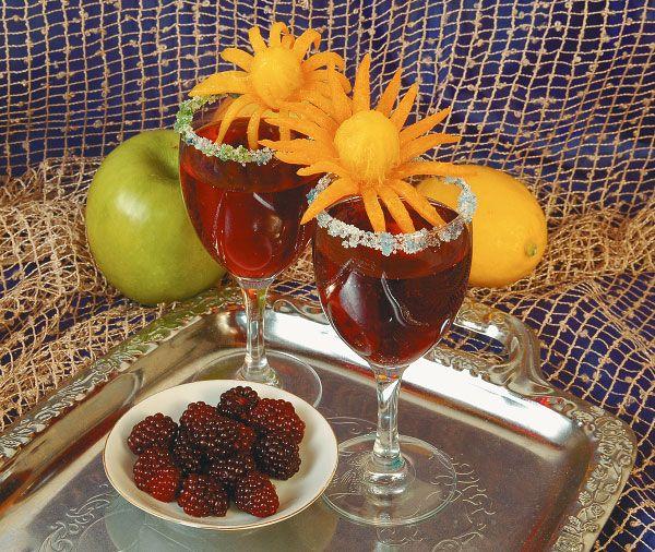 Малиновый морс Морс полезнее обычного компота, потому что в него добавляется свежий ягодный сок. Раньше обязательным ингредиентом любого морса был мед, что делало этот напиток полезны...