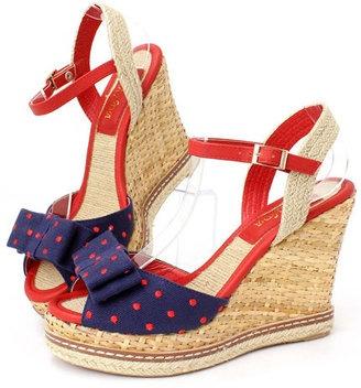 Cute & comfy wedge sandals. /  ShopStyle: ランダ ドットリボンキャンバスウェッジサンダルShopStyle: ランダ ドットリボンキャンバスウェッジサンダル