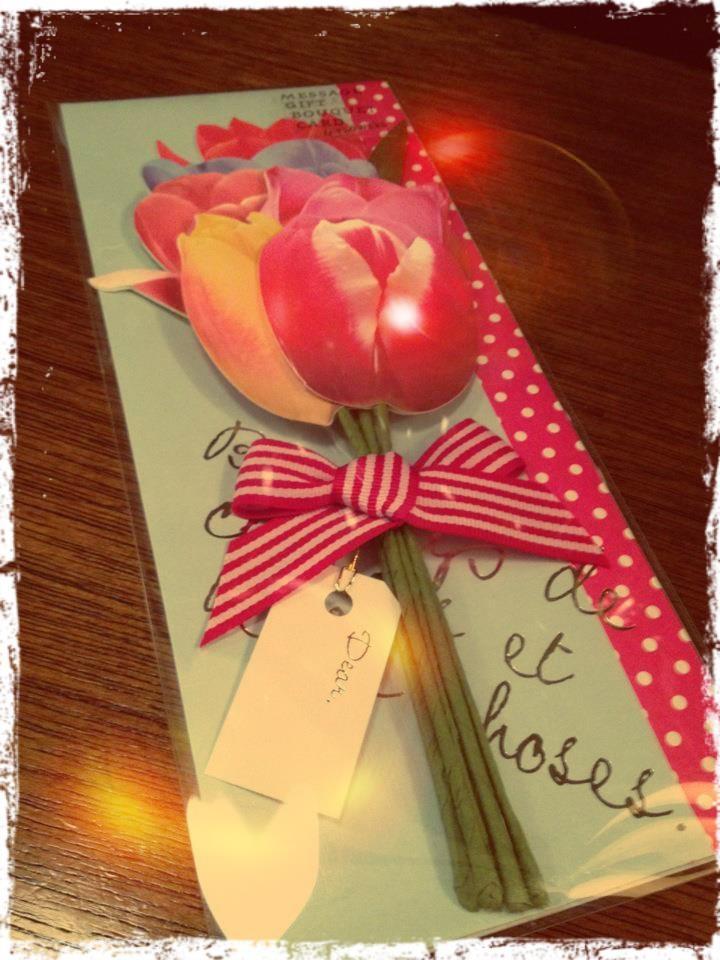 □■ ブーケ風メッセージカード □■ (写真4枚)  友人の誕生日が近いのでプレゼントを探しにぶらぶら♪ みんなのよせがきを、ブーケ風に束ねて贈れる、クラフト製のかわいいメッセージカードを発見!