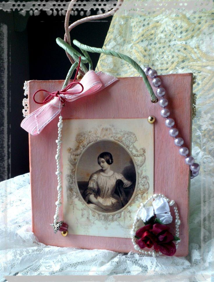 Petit sac en carton servant de pochette cadeau décoration shabby : Autres sacs par crealicelie