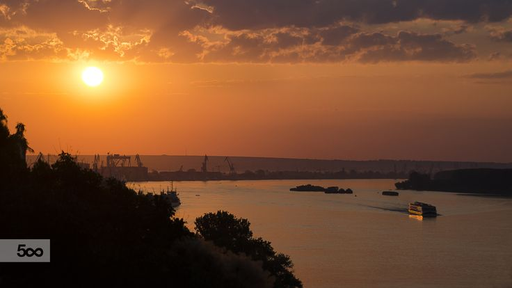 Dunărea, dimineaţa. by Ionut Vicol on 500px