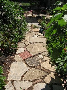 recycled concrete path --- I want this in the back yard!