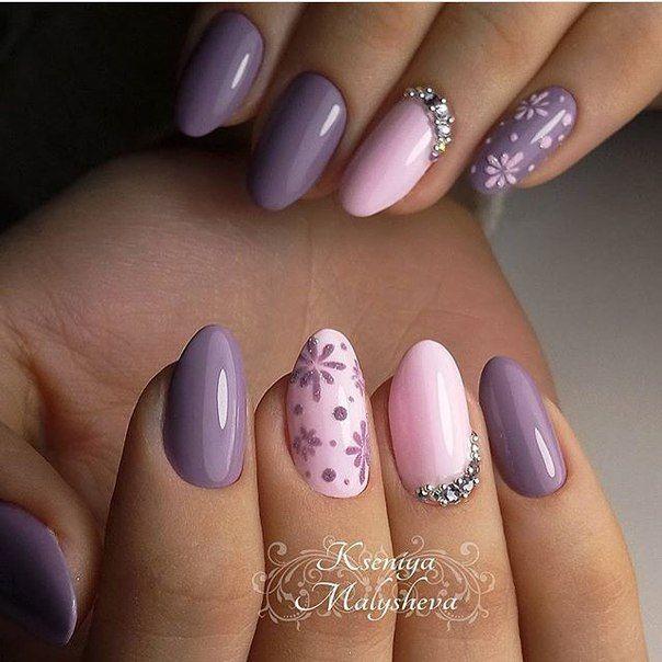 uñas lavanda lila y rosado con flores