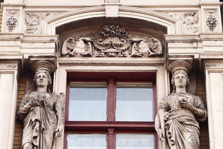 fragment fasady budynku przy ulicy Sądowej │ Bytom │ fot. Henryk Puzio