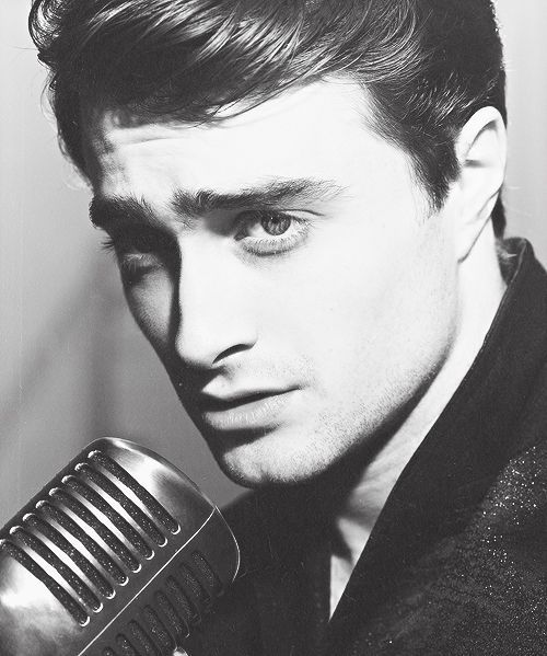 I'll be the first to say I don't really care for Elvis....but Daniel Radcliffe makes this look good! <3 HP