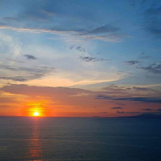 #blueskies orange #sunset #beautifulnight #eveningsky #summernights #travelgram #blogger #outersparkletravel #outersparkle #sunsetdiaries #sky #pictoftheday #snaplikeag4challenge #puertovallarta #vallartasunset #nofilter #sinfiltro #atardecer #world_bestsunset #s6