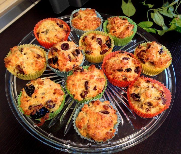 Muffins cu cheddar si rosii uscate