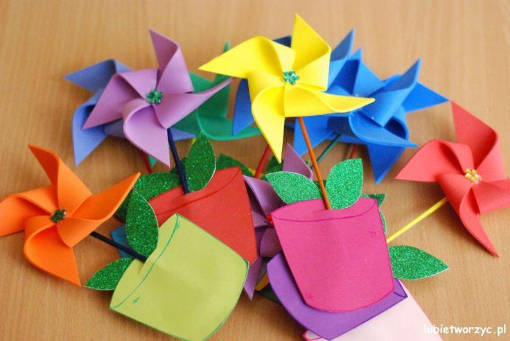 Wiatrak - kwiatek w doniczce ;)  #kwiat   #kwiatek   #wiatrak   #wiatraczek   #zpapieru   #wiatrakwdoniczce   #wiosna   #dekoracja   #dekoracjewiosenne   #DIY   #lubietworzyc   #jakzrobic   #instrukcja   #sposobwykonania   #flower   #windmill   #Holandia   #Holland   #netherlands   #papercraft   #spring   #springdecorations   #howto   #handmade   #instruction