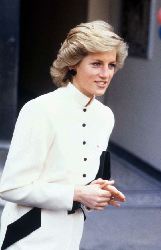 March 8 1989 Diana, Patron, British Lung Foundation, visits St. Bartholomew's Hospital, West Smithfield, London EC1 and attended a reception given by the Charity in the Great Hall of the Hospital on National No Smoking Day.